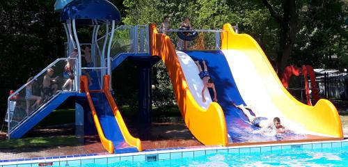 Pooljoy-Familyslide_e_websitebanner.jpg